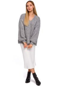 Szary długi sweter MOE z dekoltem w serek