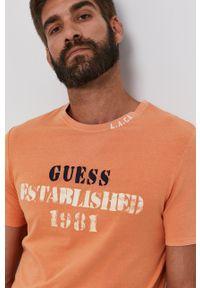 Guess - T-shirt. Okazja: na co dzień. Kolor: pomarańczowy. Wzór: nadruk. Styl: casual