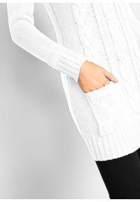 Sukienka dzianinowa z golfem i wpuszczanymi kieszeniami bonprix biel wełny. Typ kołnierza: golf. Kolor: biały. Materiał: dzianina, wełna