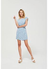 Niebieska sukienka MOODO prosta, casualowa, z okrągłym kołnierzem
