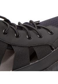 Czarne buty sportowe Togoshi na średnim obcasie, na koturnie
