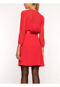 iBlues Sukienka koktajlowa 72261796 Czerwony Regular Fit. Kolor: czerwony. Styl: wizytowy #4