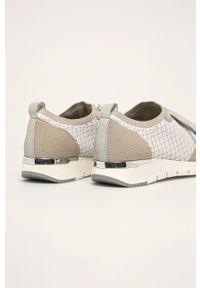 Białe buty sportowe Caprice na obcasie, na sznurówki