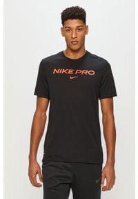 Czarny t-shirt Nike na co dzień, casualowy