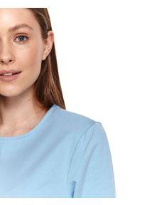 TOP SECRET - Sukienka o dopasowanym kroju z poduszkami na ramionach. Okazja: na imprezę. Kolor: niebieski. Sezon: lato. Typ sukienki: proste. Styl: klasyczny, elegancki