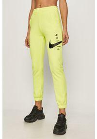 Spodnie dresowe Nike Sportswear z nadrukiem