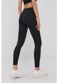 Nike Sportswear - Legginsy. Kolor: czarny. Materiał: dzianina. Wzór: nadruk