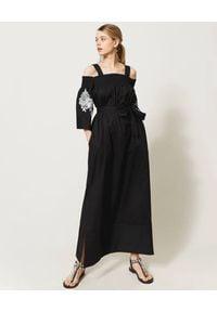 TwinSet - TWINSET - Czarna maxi sukienka z odkrytymi ramionami. Kolor: czarny. Materiał: bawełna. Wzór: kwiaty, haft. Sezon: wiosna, lato. Typ sukienki: z odkrytymi ramionami. Długość: maxi