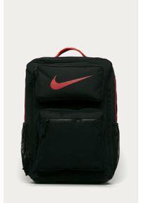 Czarny plecak Nike z nadrukiem