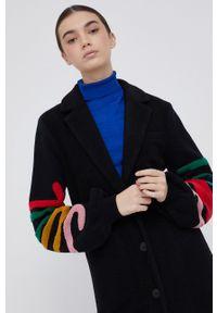 Desigual - Płaszcz z domieszką wełny. Okazja: na co dzień. Kolor: czarny. Materiał: wełna. Styl: klasyczny, casual