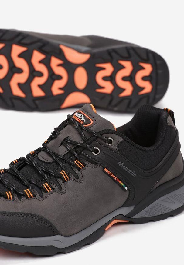 Szare buty sportowe Born2be