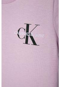 Fioletowa bluzka z krótkim rękawem Calvin Klein Jeans na co dzień, casualowa, z nadrukiem