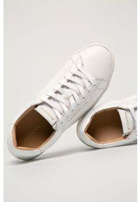 Białe sneakersy AllSaints z cholewką, na niskim obcasie, na obcasie