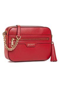 Torebka DKNY - Polly Camera Bag R03E3K19 Bright Red 8RD. Kolor: czerwony. Materiał: skórzane. Styl: klasyczny