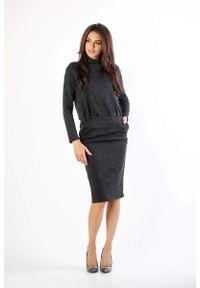 Nommo - Czarna Dzianinowa Sukienka Midi z Golfem. Typ kołnierza: golf. Kolor: czarny. Materiał: dzianina. Długość: midi