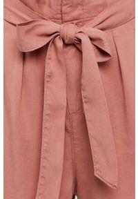 Vero Moda - Szorty. Kolor: różowy. Materiał: tkanina, lyocell, jedwab, materiał. Wzór: gładki