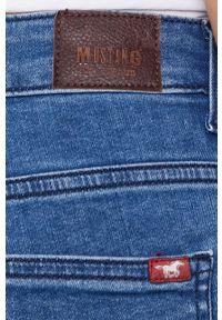 Mustang - Szorty jeansowe. Okazja: na co dzień. Kolor: niebieski. Materiał: jeans. Wzór: gładki. Styl: casual
