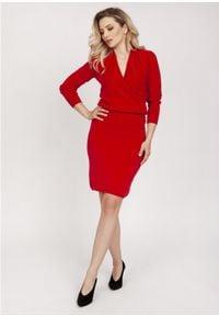 MKM - Sukienka z Dzianiny Swetrowej z Kopertowym Dekoltem - Czerwona. Kolor: czerwony. Materiał: dzianina. Typ sukienki: kopertowe
