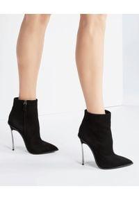 Casadei - CASADEI - Czarne botki Blade Maxi. Okazja: na co dzień. Kolor: czarny. Materiał: jeans, zamsz. Obcas: na obcasie. Styl: casual. Wysokość obcasa: średni