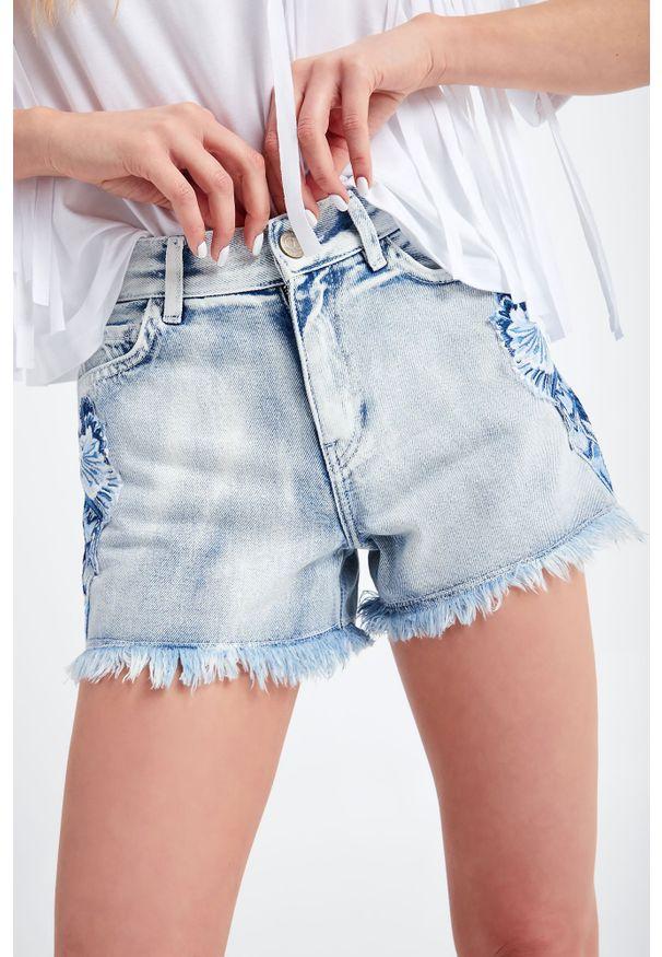 Twinset Milano - SZORTY JEANSOWE TWINSET. Stan: podwyższony. Materiał: jeans. Długość: krótkie. Sezon: lato. Styl: klasyczny, rockowy
