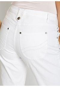 Dżinsy 3/4 ze stretchem bonprix biały denim. Kolor: biały. Styl: elegancki