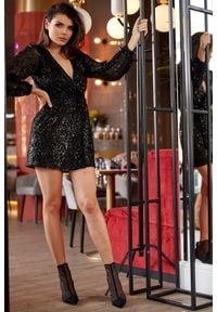 e-margeritka - Sukienka cekinowa kopertowa czarna - xl. Okazja: na karnawał, na sylwestra, na imprezę. Kolor: czarny. Materiał: poliester, elastan. Typ sukienki: kopertowe. Długość: mini