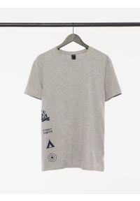 outhorn - T-shirt z nadrukiem męski. Okazja: na co dzień. Materiał: jersey, bawełna, dzianina, materiał, elastan. Wzór: nadruk. Styl: casual