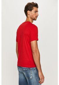 EA7 Emporio Armani - T-shirt. Okazja: na co dzień. Kolor: czerwony. Wzór: nadruk. Styl: casual