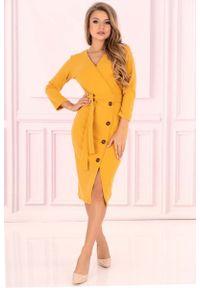 Merribel - Żółta Prosta Kopertowa Sukienka z Guzikami. Kolor: żółty. Materiał: poliester, elastan. Typ sukienki: kopertowe, proste