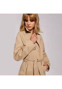Beżowy płaszcz Wittchen klasyczny, krótki, raglanowy rękaw, na lato