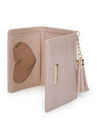 Wittchen - Damski portfel z tłoczonej ekoskóry z chwostem. Materiał: skóra ekologiczna. Wzór: motyw zwierzęcy