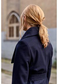 Marie Zélie - Płaszcz Adela granatowy –wełna Nova Fides. Kolor: niebieski. Materiał: wełna. Długość rękawa: długi rękaw. Długość: długie. Sezon: zima #9