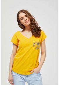 Żółta bluzka MOODO z klasycznym kołnierzykiem, z krótkim rękawem