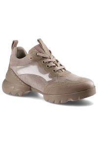 Carinii - Sneakersy CARINII B7411_-O60-P07-000-000 Beż. Kolor: beżowy. Materiał: zamsz, skóra. Wzór: aplikacja. Obcas: na platformie