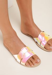 Renee - Różowe Klapki Stamaestus. Nosek buta: okrągły. Kolor: różowy. Materiał: skóra. Wzór: paski. Obcas: na obcasie. Wysokość obcasa: niski