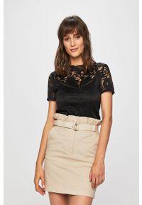 Czarna bluzka Vila w koronkowe wzory, krótka