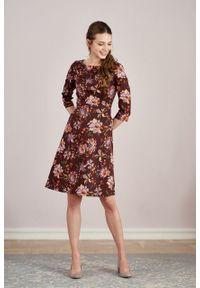 Marie Zélie - Sukienka Asteria Avium. Materiał: materiał, bawełna, skóra, elastan, wiskoza. Wzór: gładki. Typ sukienki: trapezowe. Styl: klasyczny