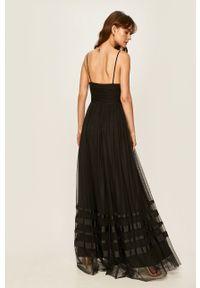 Czarna sukienka Liu Jo na ramiączkach, rozkloszowana, maxi, z włoskim kołnierzykiem