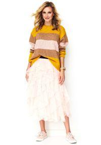 Makadamia - Oversizowy Sweter w Kolorowe Pasy Żółty Brąz Róż. Kolor: żółty, różowy, brązowy, wielokolorowy. Materiał: wełna, poliester, akryl, poliamid. Wzór: kolorowy