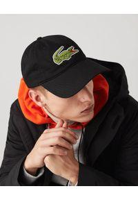 Lacoste - LACOSTE - Czarna czapka z dużym logo. Kolor: czarny. Materiał: bawełna. Wzór: haft, aplikacja. Styl: sportowy