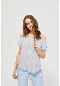 Biała koszula MOODO z dekoltem typu hiszpanka, z krótkim rękawem