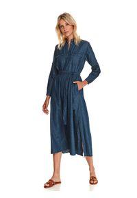 TOP SECRET - Jeansowa szmizjerka midi. Typ kołnierza: kołnierzyk klasyczny. Kolor: niebieski. Materiał: jeans. Sezon: jesień. Typ sukienki: szmizjerki. Styl: klasyczny. Długość: midi