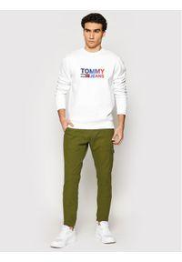 Tommy Jeans Bluza Tjm Ombre Corp Logo DM0DM10202 Biały Regular Fit. Kolor: biały