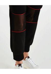 DSG - Czarne spodnie Gym. Kolor: czarny. Materiał: bawełna, dresówka, materiał. Wzór: aplikacja