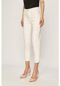 Białe jeansy Guess Jeans w kolorowe wzory, z podwyższonym stanem