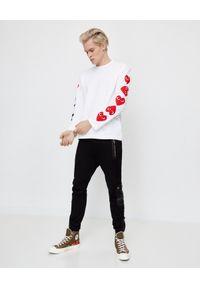 COMME DES GARCONS PLAY - Biała koszulka z czerwonymi sercami. Kolor: biały. Materiał: dresówka, bawełna, jeans. Długość rękawa: długi rękaw. Długość: długie. Styl: sportowy #4