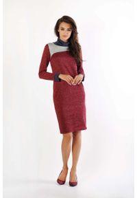 Nommo - Bordowa Sukienka z Golfem z Kolorowymi Wstawkami. Typ kołnierza: golf. Kolor: czerwony. Materiał: wiskoza, poliamid, poliester. Wzór: kolorowy
