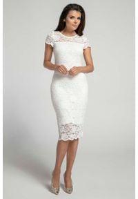 Nommo - Ecru Koronkowa Ołówkowa Sukienka Midi z Dekoltem V na Plecach. Materiał: koronka. Typ sukienki: ołówkowe. Długość: midi