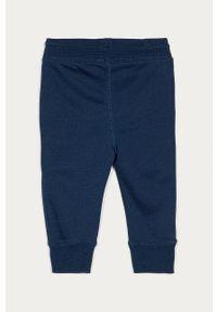 Spodnie dresowe GAP z nadrukiem