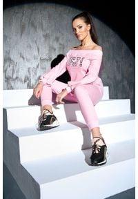 FJ! - bluza Sensation - Pink. Typ kołnierza: dekolt hiszpanka. Materiał: elastan, dzianina, bawełna. Wzór: kropki, aplikacja. Sezon: lato